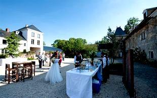 vers 20h30 nous vous inviterons prendre place dans la grande salle afin de savourer le repas servi table a partir de 22h00 place la danse jusquau - Mariage Domaine De Quincampoix